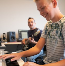 Keyboard & synthesizer